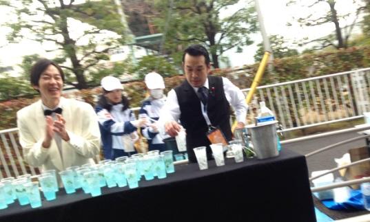 横浜マラソン2015バーテンダー給水
