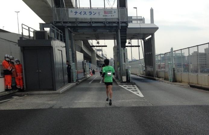 横浜マラソン2015首都高降りる