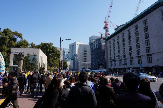 東京マラソン2016 日比や駅前